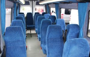 Siedzenia dla pasażerów w Mercedesie Sprinterze