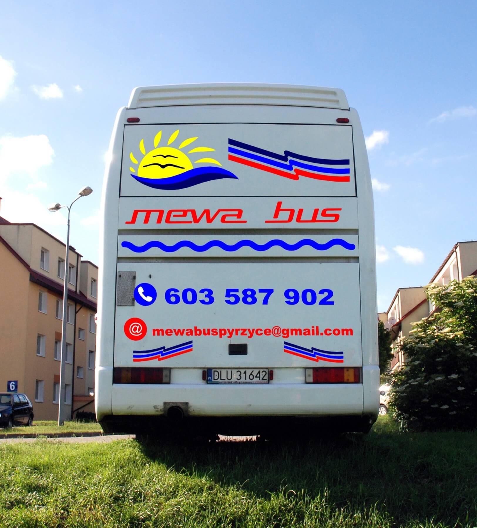 Autobus Man - widok z tyłu